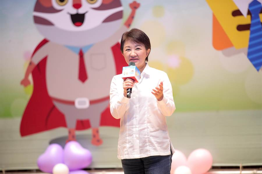 台中市長盧秀燕晚間在臉書發文表示,「紙風車,我們歡迎都來不及,~化解誤會,一切以孩子為重」。(盧金足攝)