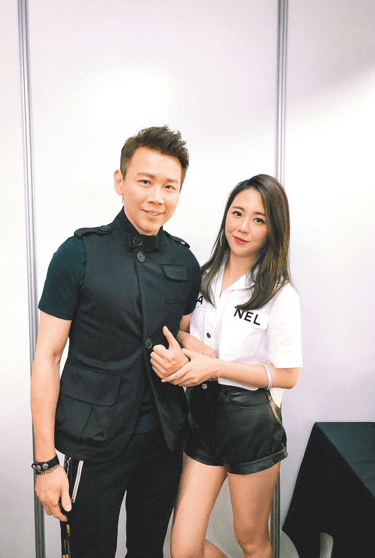 陶喆(左)、老婆Penny昨在後台甜蜜合影。