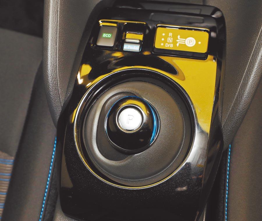 專屬排檔旋鈕凸顯出電動車特有的科技感。(季志翔攝)