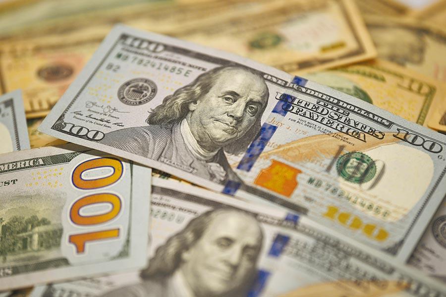 法人指出,由於英國脫歐拖累歐元走勢,短期內美元指數將持續維持高檔震盪格局。(新華社)
