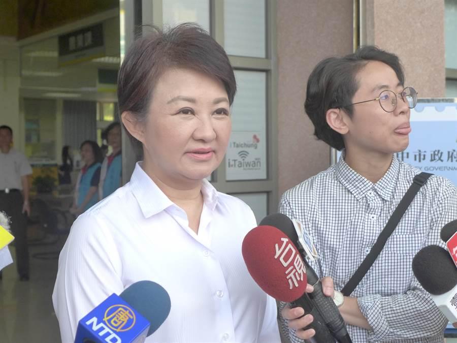 台中市長盧秀燕針對紙風車演出臨時喊卡,6日再度說明並道歉。(林欣儀攝)
