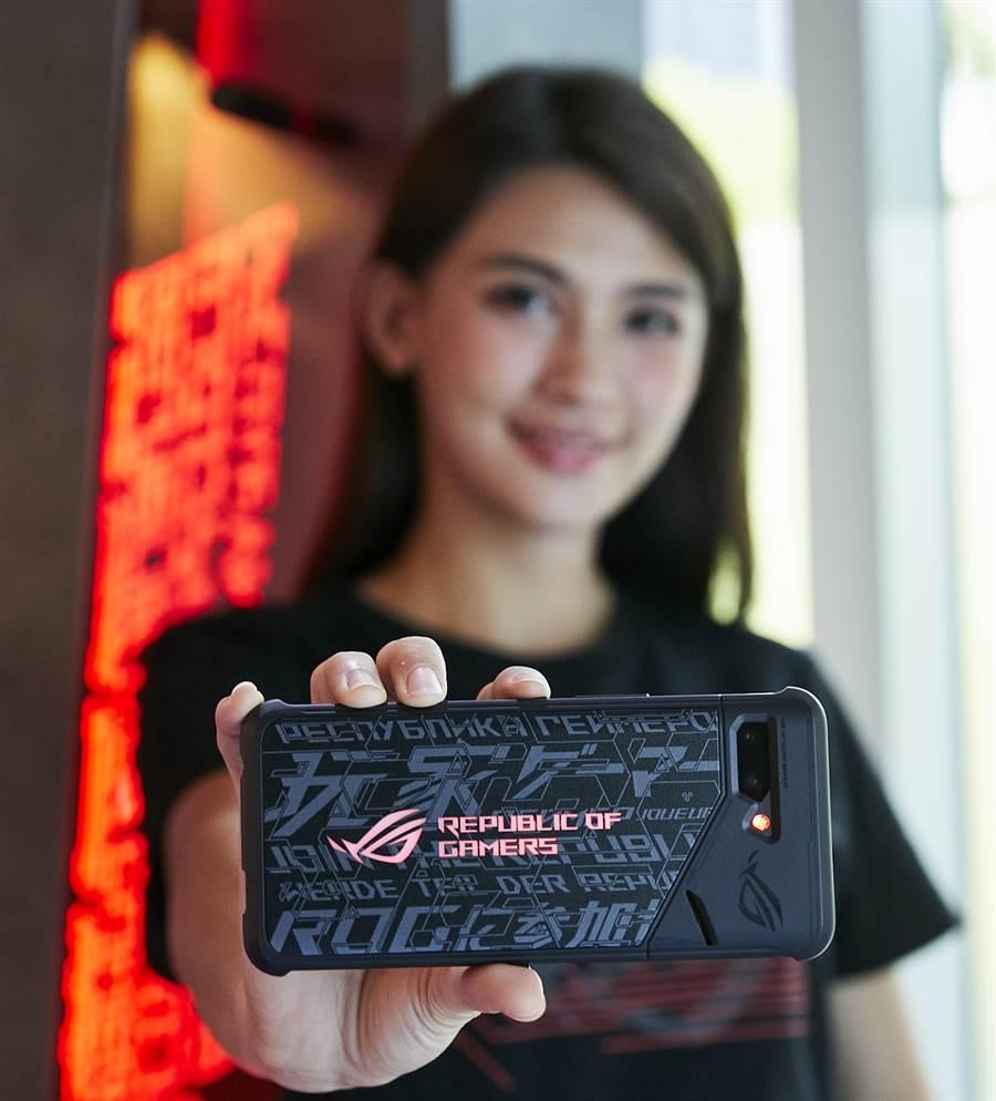 即日起於華碩專賣店購買ROG Phone II 加贈「炫光智慧保護殼」活動同步延長至9月30日。(圖/華碩提供)