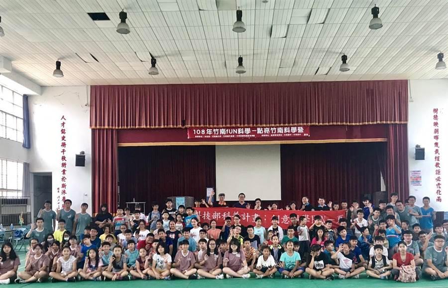 第5屆科普活動科學營在竹南國中舉行。〔謝明俊翻攝〕