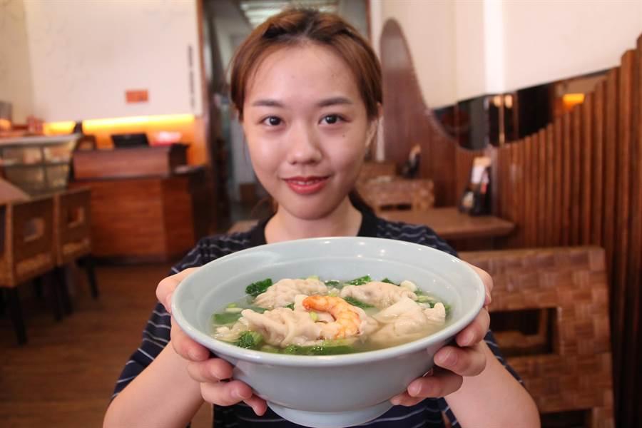 江家餛飩的鮮蝦大餛飩。(陳淑芬攝)