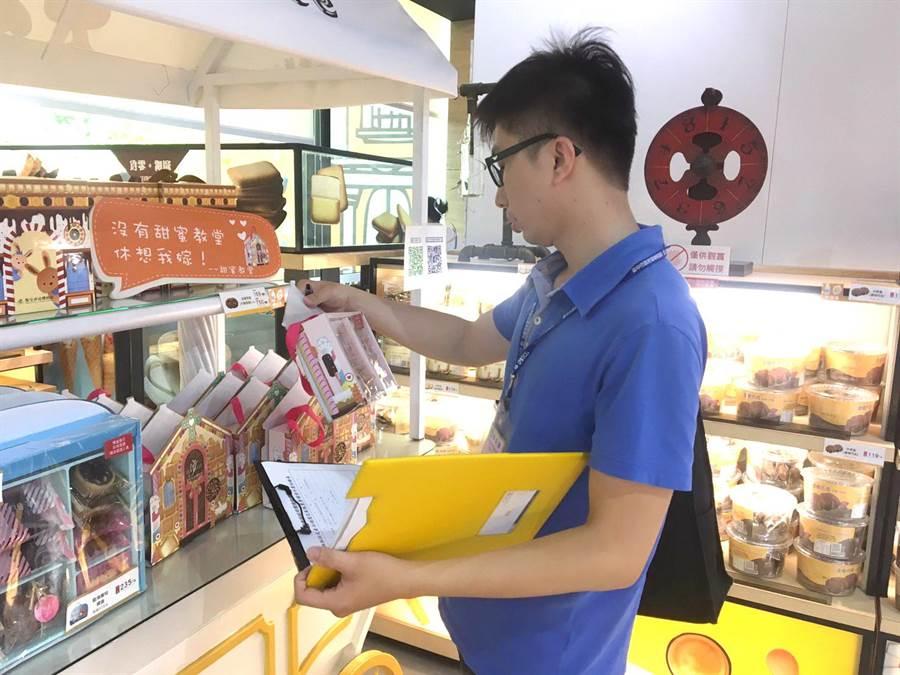 台中市府宣導包裝減量,稽查449件產品暫無違規。(盧金足攝)