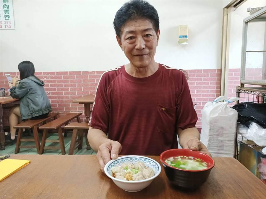 身為台南人的鄭老闆在嘉義朴子創業開店超過16年,皮薄餡多的獨門餛飩,成功征服在地老饕的味蕾。(張毓翎攝)