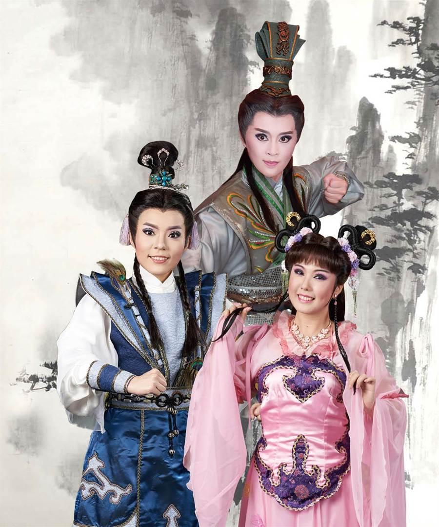 明華園總團青年軍新生代演員將演出經典大戲《真命天子》,並由吳米娜(左)、姜琬宜(中)、李郁真(右)主演。(明華園總團提供)