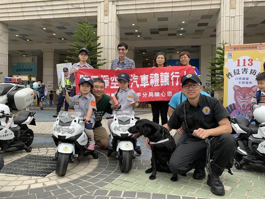 8月份麗寶休息站活動滿滿,小小警察、消防還有小小國軍,活動完全免費。(陳淑娥攝)