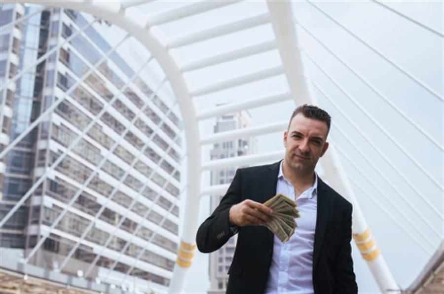 富豪挑戰開瓶 網驚:有錢就是任性(示意圖/達志影像)