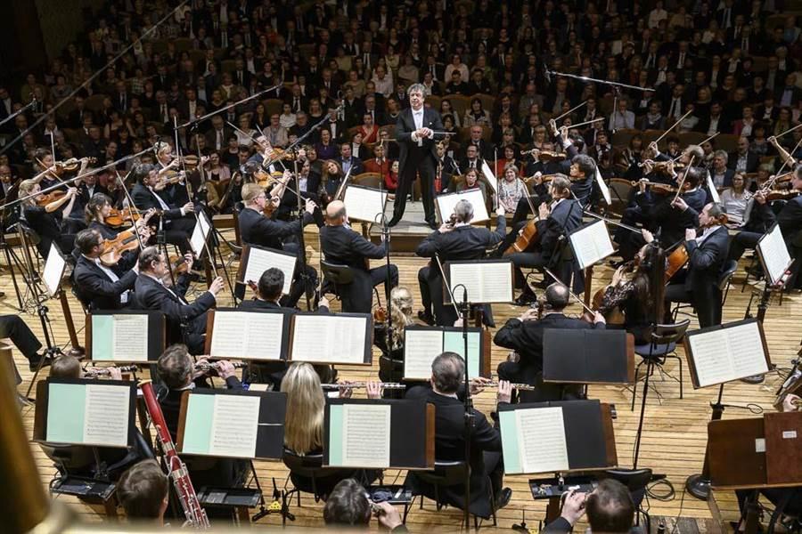 去年走馬上任、擔任捷克愛樂藝術總監的俄國指揮家畢契科夫,過去因為替許多樂團代打而名噪一時。(傳大藝術提供)