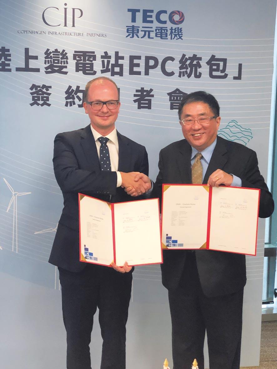 CIP台灣區執行長侯奕愷(左)、東元代理總經理連昭志昨(5)日共同簽署變電站建置統包合約。圖/沈美幸