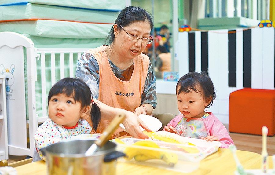 台北市政府5日以「我們的孩子 我們一起養」為主軸,獨家推出2至3歲育兒補助方案,預估有7千名幼兒受惠。(本報資料照片)
