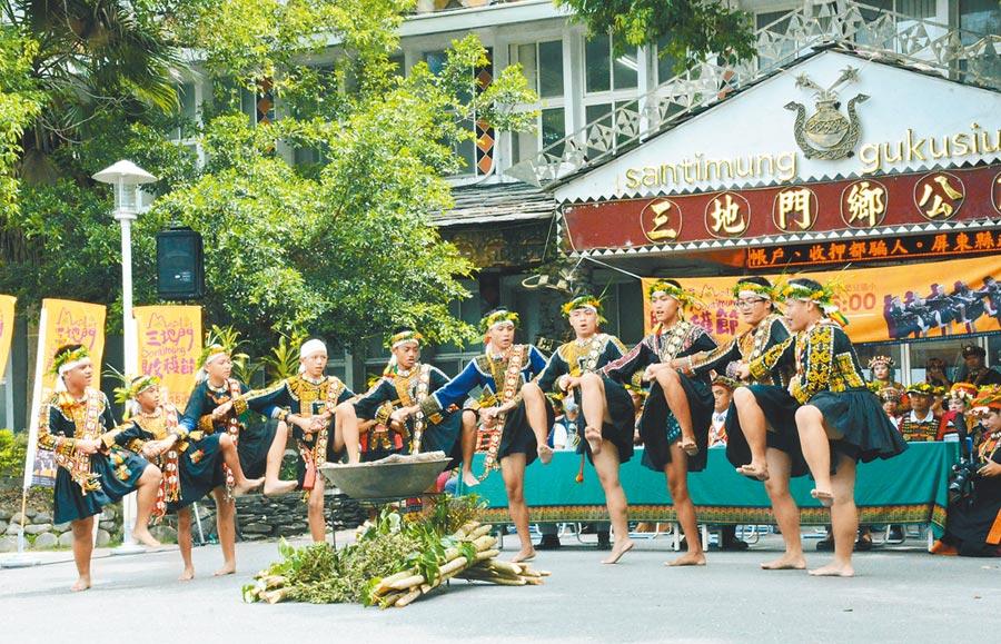 三地門鄉收穫節將演繹傳統勇士舞,呈現排灣族力與美文化。(林和生攝)