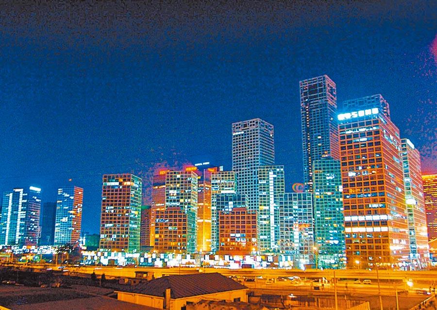 北京豪宅市場近期開始活躍。圖為北京國貿地區高價樓盤。(中新社資料照片)