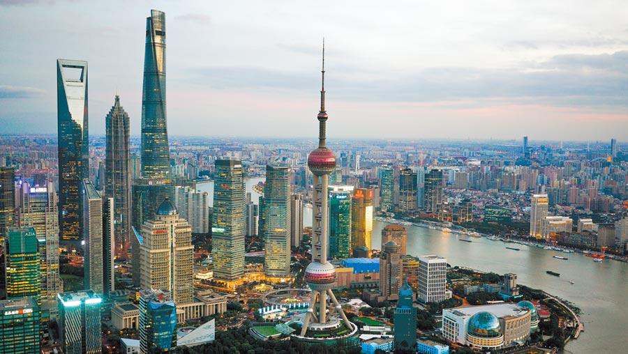 上海陸家嘴金融貿易區景色。(新華社資料照片)