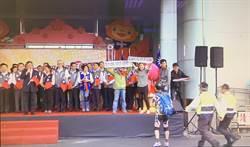 環團衝上台抗議 桃市議員擋警被控妨害公務