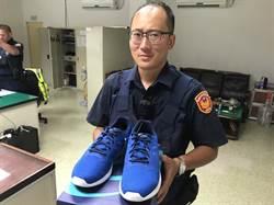 警友送運動鞋 助平鎮警父親節跑到溼身