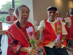 與印尼妻子結婚25年 老爺爺最愛吃她煮的咖哩飯