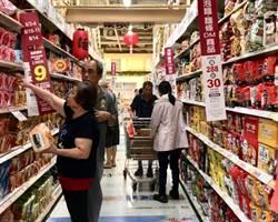 超市量販搶颱風財 備貨增至五倍