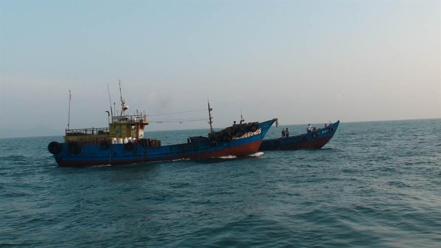 「鴻○51號」抽砂船涉案刑滿 馬祖海巡驅離出境 (馬祖海巡署提供)