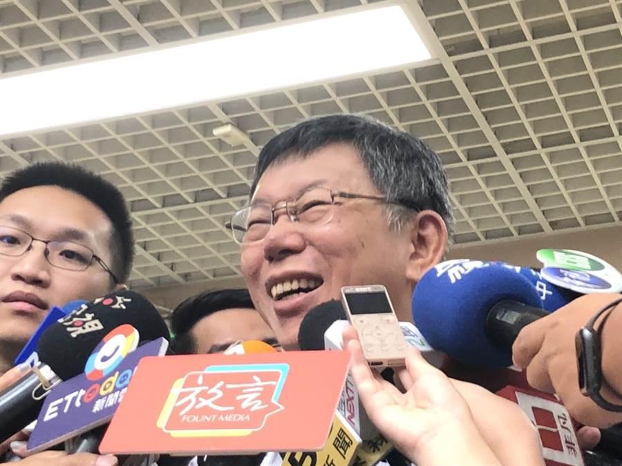 台北市長柯文哲今早接受媒體訪問。(吳堂靖攝)