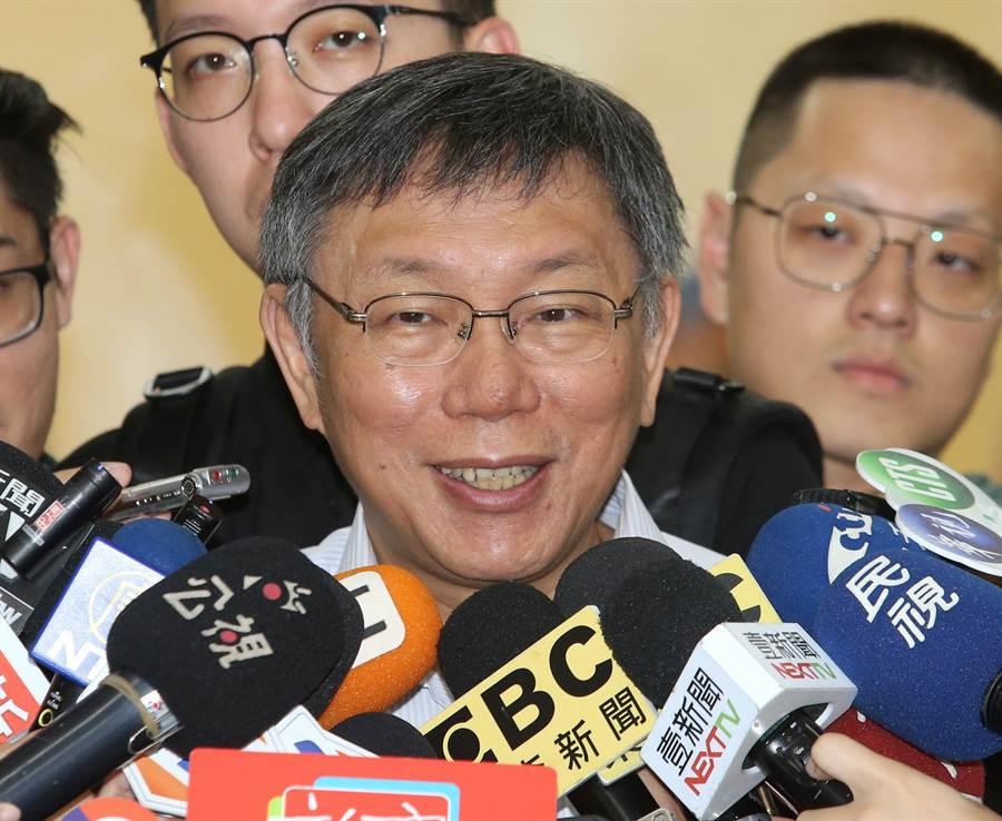 台北市長柯文哲7日與士林區里長舉行市政座談會,會前回答媒體詢問關於台灣民眾黨的立委規劃。(王英豪攝)
