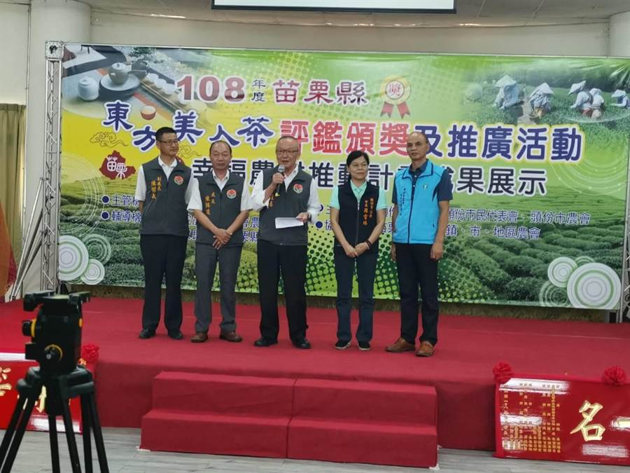 苗栗縣長徐耀昌鼓勵茶農歹相切磋,做出更好的茶分享消費者。〔謝明俊攝〕