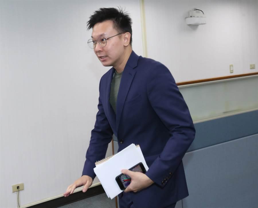 民進黨副秘書長林飛帆7日出席中執會。(鄭任南攝)