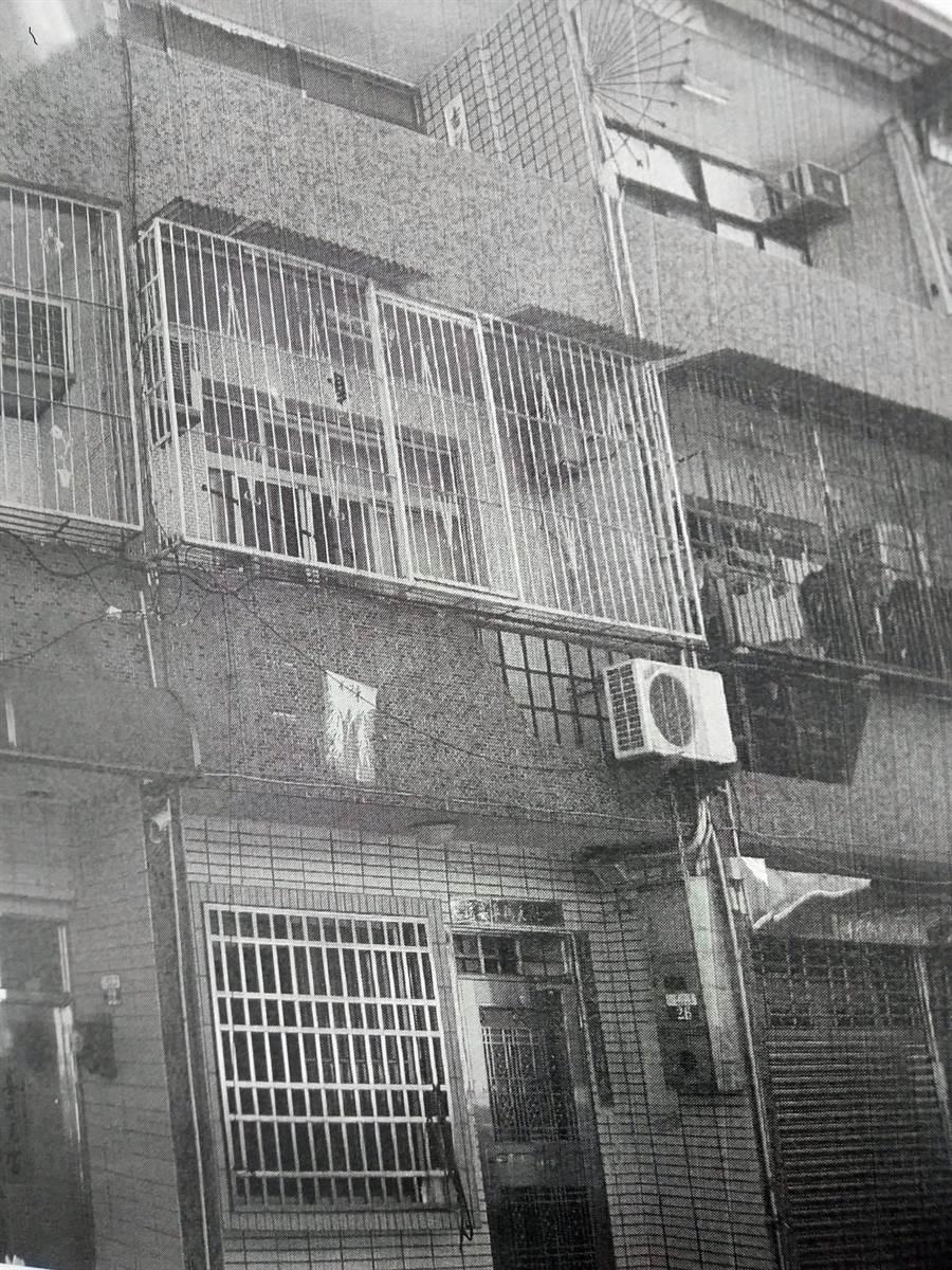 台中豐原區一間凶宅6日公開拍賣,竟意外由一名李姓婦人、以425萬元拍下。(林欣儀翻攝)