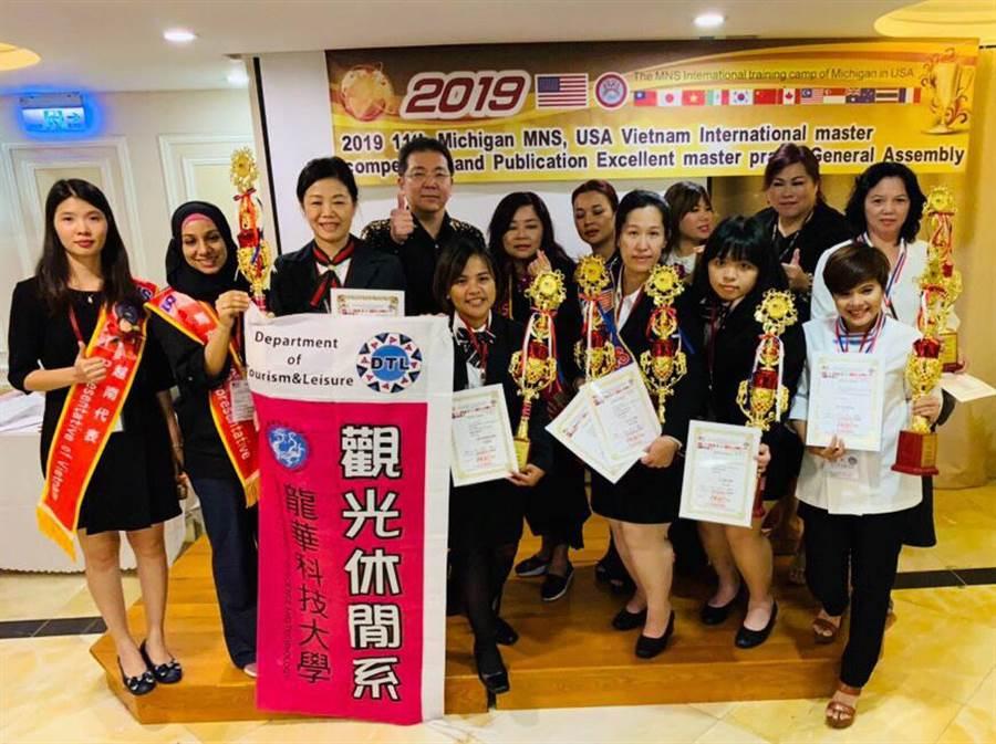 龍華科大觀休系師生勇奪6金,為台灣及龍華學子在國際舞台綻放耀眼光芒。(賴佑維翻攝)