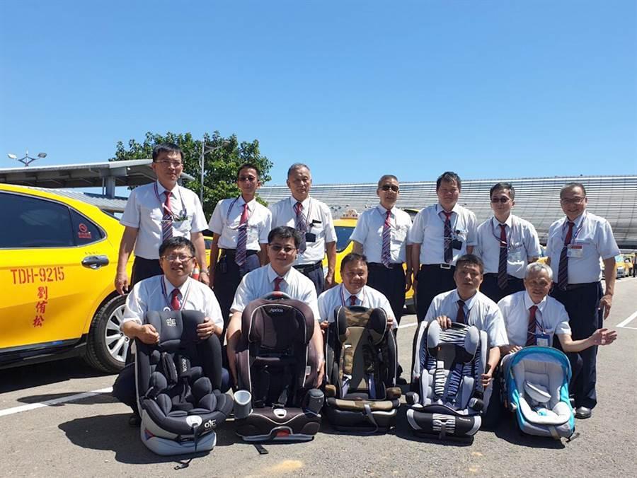 桃園國際機場排班計程車隊為提升服務品質,提供歐盟及國內CNS雙認證的兒童安全座椅,由253位親子友善司機組成的寶寶車隊。(機場公司提供)