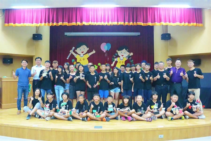 苗栗縣133名學子參加第5屆蘇台青少年科技創意創新大賽,摘金戴銀又拿銅。(巫靜婷攝)