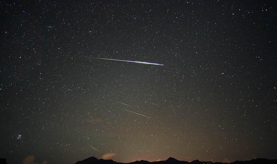 英仙座流星雨大約在每年7月20日至8月20日左右出現,今年的極大期預計發生於8月13日台灣時間下午3時。(南瀛天文館提供)