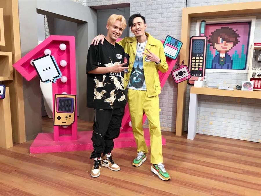 陳零九(左)和麻吉弟弟(右)一起上直播節目,玩音樂和遊戲都合拍。(圖/趣你的娛樂提供)