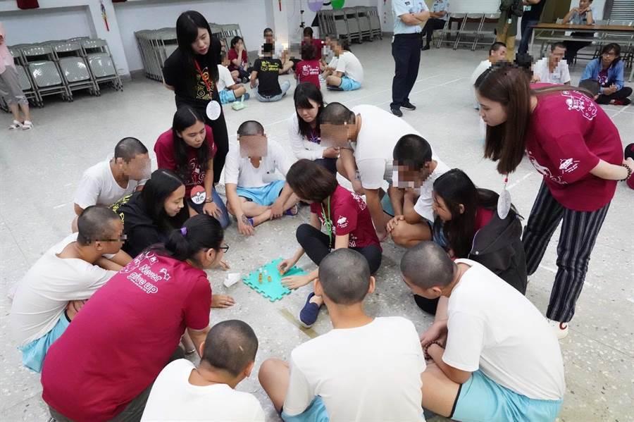 台北少觀所7日起舉辦為期三天的「更新轉化營」,融入卡通寶可夢精靈為主題,設計多項闖關活動、接力賽及樂團表演等遊戲。(少觀所提供)