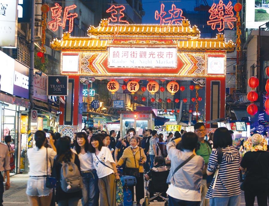 觀光客最愛逛夜市、台北101、西門町等景點。圖/本報資料照片