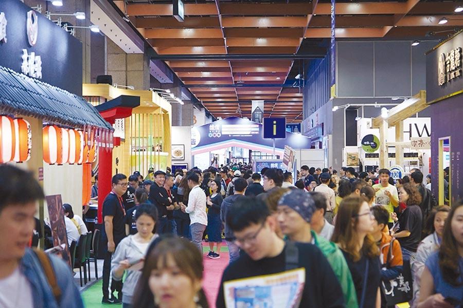 社團法人台灣連鎖加盟促進協會舉辦的創業加盟展,現場擠爆人潮。圖/台灣連鎖加盟促進協會提供