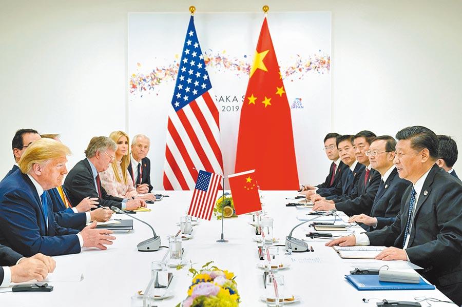 曾在歐巴馬政府擔任東亞事務助理國務卿的坎貝爾(Kurt Campbell)近日投書媒體,他認為美陸應學習共存。圖為今年6月29日,美國總統川普(左一)與大陸國家主席習近平(右一)在大阪G20會談。(路透)