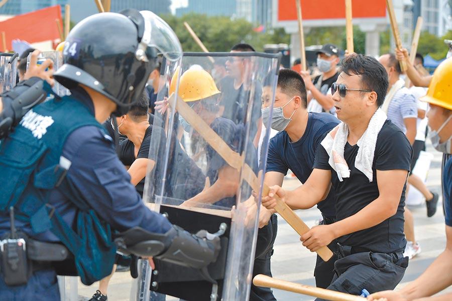 香港反送中示威持續升溫之際,廣東公安昨日動員1.2萬名警力,展開防暴演練,引發各界想像。(中新社)