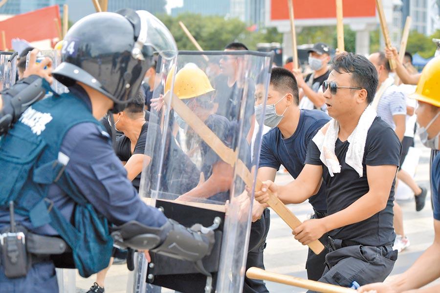 8月6日,廣東公安夏季大練兵「深圳亮劍」行動在寶安海濱廣場舉行。(中新社)