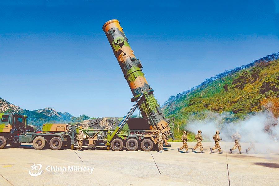 台海局勢凶險,金燦榮稱大陸解放軍數小時可摧毀美國在東亞的軍事基地。(取自中國軍網英文版)