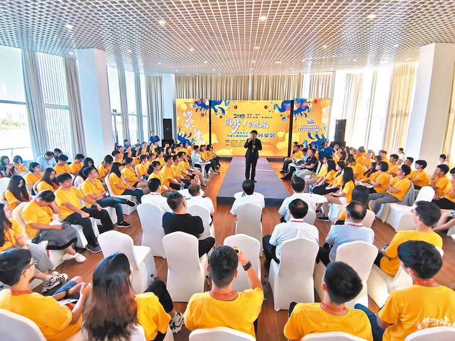 兩岸大學生領袖營昨天在海峽青年交流營地大會師並公布民調。(特約記者陳文攝影)