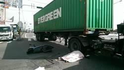 代表妻騎車未兩段式左轉遭輾斃 聯結車駕駛獲判無罪