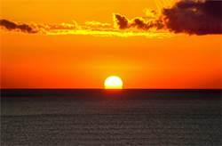老翁拍夕陽 竟意外拍到生死瞬間