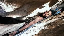 柬埔寨「127」:男子卡在岩縫4天終於獲救