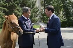 美防長罕見造訪蒙古國,或為應對大陸稀土禁令