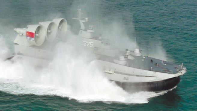陸新型氣墊登陸艇。(中新社)