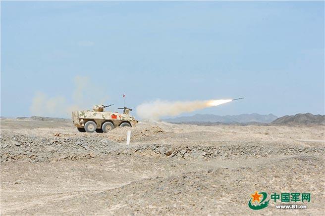 大陸參賽隊發射防空飛彈打擊模擬直升機靶標。(李康攝)