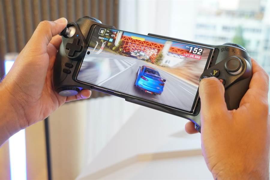 三星Galaxy Note10系列大大提升了遊戲效能,採用了世界最薄、僅0.35mm的手機散熱板冷卻系統,還有作出AI遊戲加速器等優化。(三星提供)