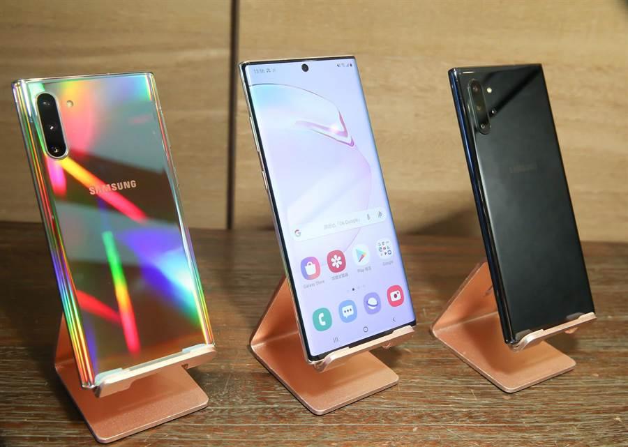 三星Galaxy Note10系列將推出星環銀、星環白、星環黑 3色,採稜鏡折射色彩設計。(羅永銘攝)